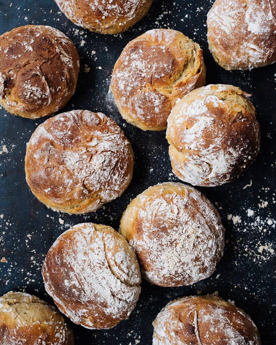 Kartoffel-Dinkel-Brötchen auf Blech
