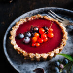 Berry-Tarte on a plate