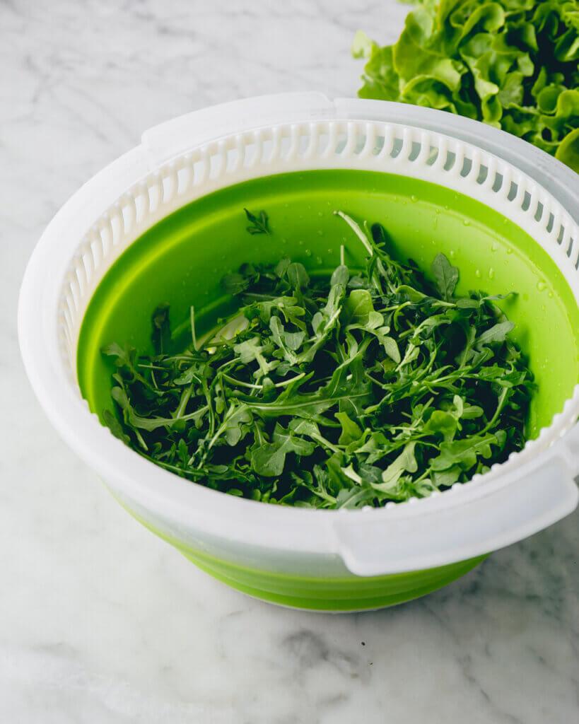 Salatschleuder mit Rucolla