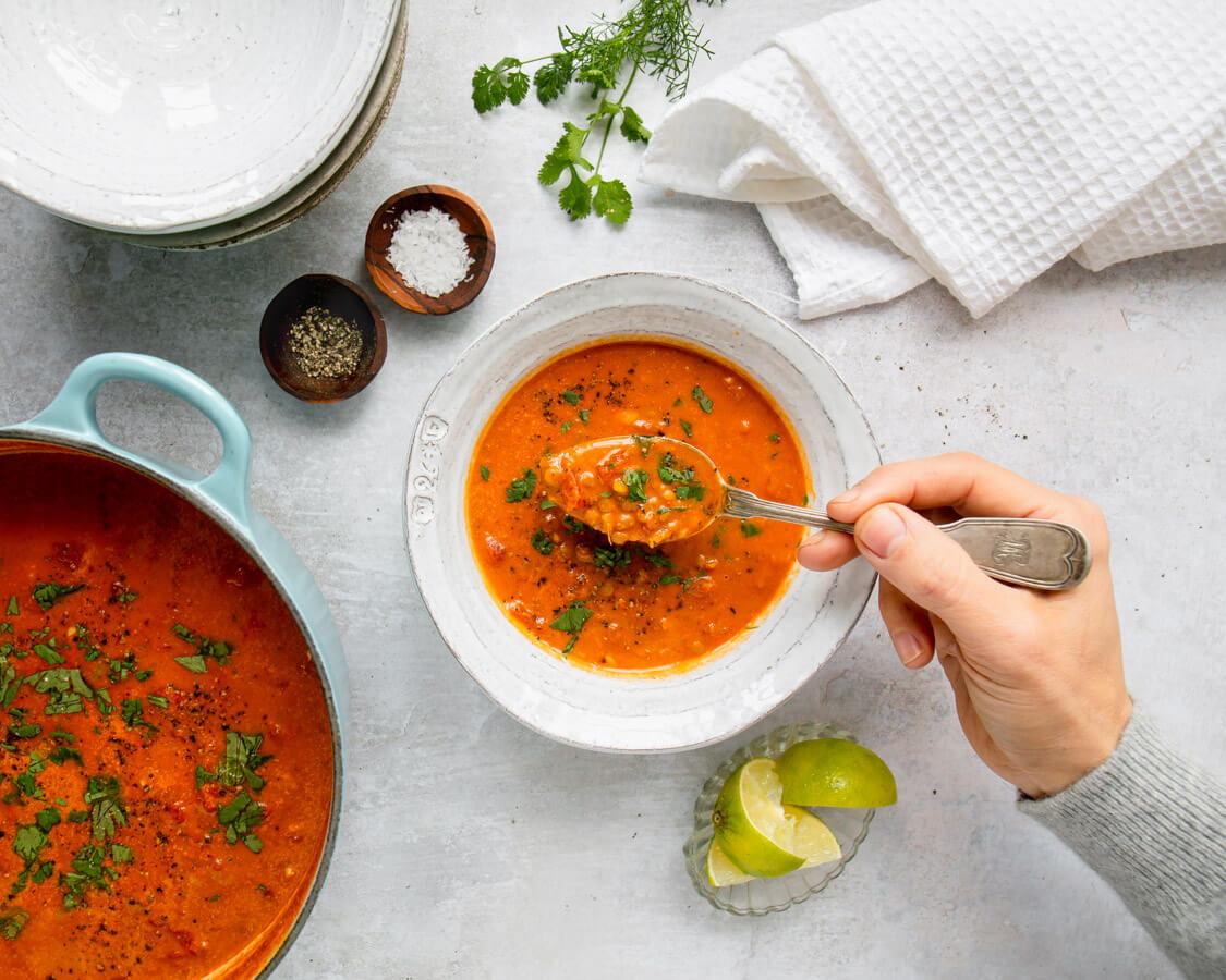 Linsen-Kokos-Suppe in Schüsselchen
